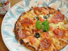 カリッカリに焼かれたMIXピザ