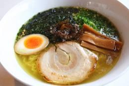 さっぱりスープの「石垣島塩ラーメン」