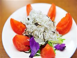 トマトしらす塩昆布サラダ