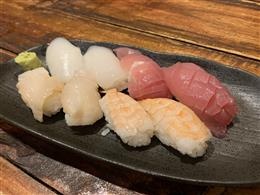 お寿司も食べ放題♪