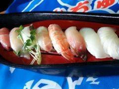 自慢の沖縄近海鮮魚のにぎり