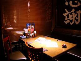 隠れ家的な半個室のテーブル席