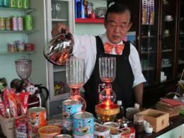 挽きたてのコーヒー豆の香り漂う店内