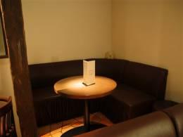 仲間で囲めるテーブル席