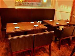 広々としたテーブル席もご用意しています