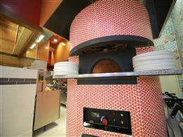 よくみるとハート柄のオシャレなピザ窯