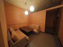落ち着く空間、半個室もあります♪