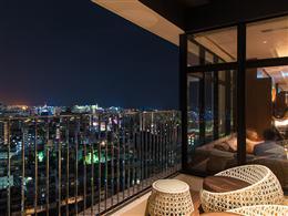 18階から見渡す那覇の夜景