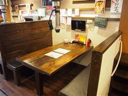テーブル席の他、カウンター席もあり
