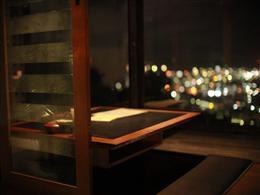 中城湾まで広がる夜景を独り占め出来ます。