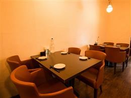 ゆったりテーブル席は4名様×2テーブル
