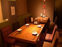 落ち着いた雰囲気で食事を楽しめます。