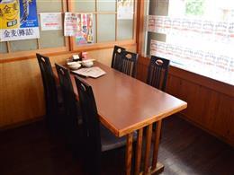 6名様用のテーブル席