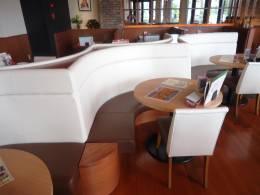 'カプチョ初'円卓テーブルでオシャレな雰囲気を♪