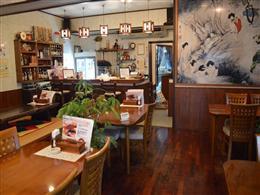 置物やお皿など、韓国の雰囲気が楽しめる
