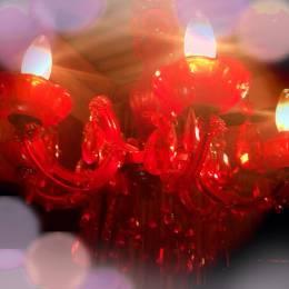 赤いシャンデリア…可愛いね!
