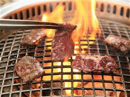 炭火だからお肉の旨みがさらに増します!