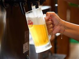 飲み放題はメニューも豊富。キンキンのグラスでどうぞ