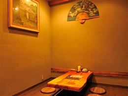 ゆったりくつろげる雰囲気の個室