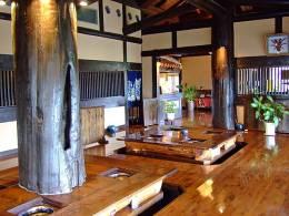 樹齢三百年の吉野杉を使った店内