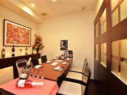接待や商談、家族でのお祝いなどにも最適な個室
