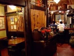 沖縄の雰囲気たっぷりの店内