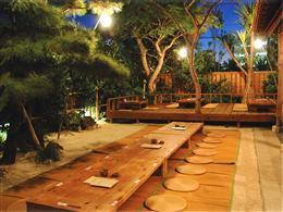星空のもと、中庭での食事もオススメ