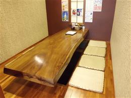 8名様がゆったり座れる掘りごたつ個室
